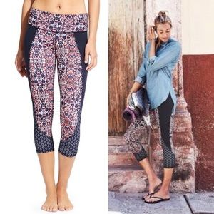 ATHLETA Salutation Crop Yoga Floral Geo Navy Small